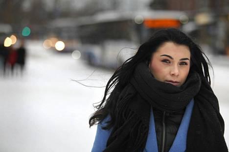 Tuulia Tiihonen oli ennen hyväkuntoinen kilpaurheilija. Nyt hän haaveilee palautuvansa työkykyiseksi.