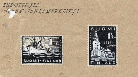Hamin 700-vuotiaalle Turun kaupungille suunnittelemat merkit olivat Suomen ensimmäiset ilman vaakunaleijonaa kuva-aiheena.