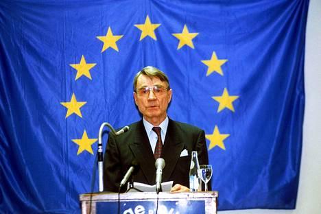 Tasavallan presidentti Mauno Koivisto esitelmöi College of Europessa Belgian Bruggessa lokakuussa 1992.
