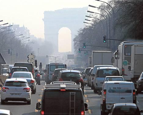 Pariisin ilmansaasteet kohosivat viime vuoden maaliskuussa vaaralliselle tasolle useina peräkkäisinä päivinä.