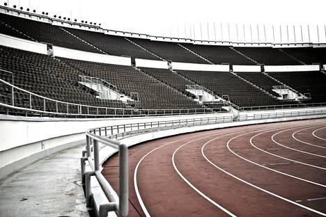 Stadionin paljon kritiikkiä saanut juoksurata liian jyrkkine kaarteineen uusitaan remontin yhteydessä.
