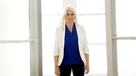Seuraavaksi tietokirjailija Helena Åhman käsittelee valtaa syyskuussa ilmestyvässä dekkarissaan.