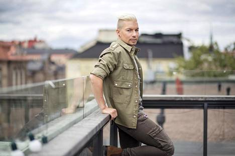 Antti Tuiskulla on edessään kiireiset ajat. Tällä viikolla alkaa hänen tuomaroimansa Idols, perjantaina julkaistaan uusi Anatude-levy.