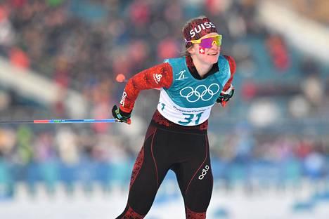 Sveitsin Nadine Fähndrich juhli viikonloppuna kahta voittoa hiihdon maailmancupissa Dresdenissä. Kuva Pyeongchangin olympialaisista 2018.