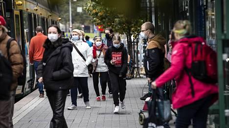 Asiantuntijoiden mukaan suomalaiset ovat käyttäytyneet vastuullisesti, ja jatkossakin jokaisen yksilöllinen toiminta on keskeisessä asemassa.