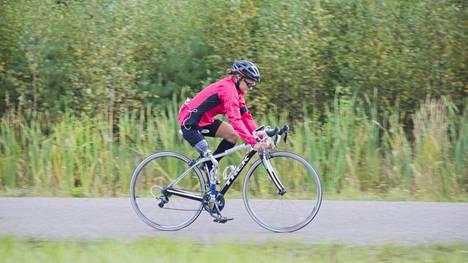 Liisa Lilja ei käytä proteesia pyöräilyssä.