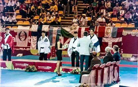 Frans Salmi toi Suomelle maanantain vastaisena yönä Meksikossa liikesarjojen MM-pronssia. Kisat olivat järjestyksessään yhdeksännet ja mitali Suomen kaikkien aikojen ensimmäinen. Maajoukkuetta valmentaa ruotsalainen Ji-Pyo Lim.