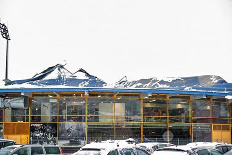 Esport Arenan katto sortui lumen painosta keskiviikkona aamulla.