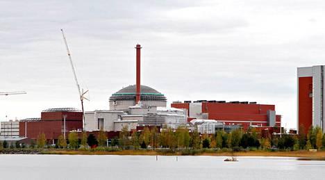 Olkiluodon ydinvoimala ja rakenteilla oleva 3. yksikkö 9. lokakuuta 2012.
