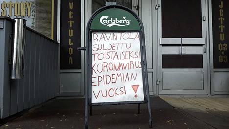 Sporttibaari Old Story Vantaan Tikkurilassa oli viime toukokuussa suljettu koronaviruspandemian takia.