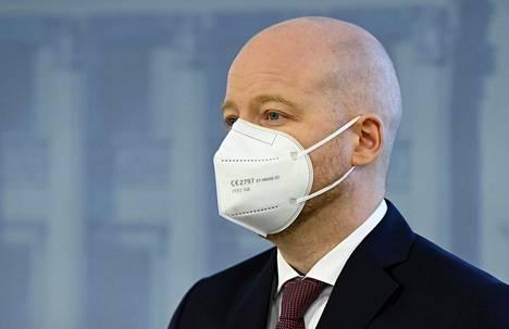 Opetusministeri Jussi Saramo hallituksen tiedotustilaisuudessa Helsingissä 27. toukokuuta.