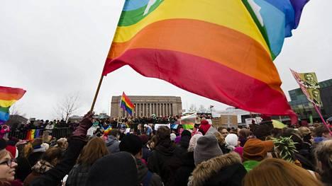 Kansalaistorilla osoitettiin mieltä avioliittolain muuttamisen puolesta vuonna 2014.