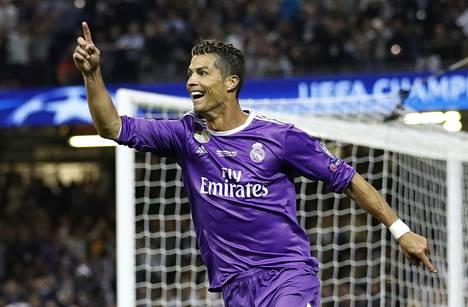 Portugalilainen Cristiano Ronaldo on maailman ykkönen myös tilipussin suuruudessa.