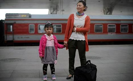 Kiinan kommunistipuolue on päättänyt höllentää yhden lapsen politiikkaansa.
