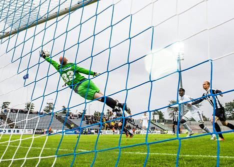VPS:n maalivahti Henri Sillanpää venyi loistopelastuksiin Oulussa pelatussa Eurooppa-liigan karsintaottelussa.