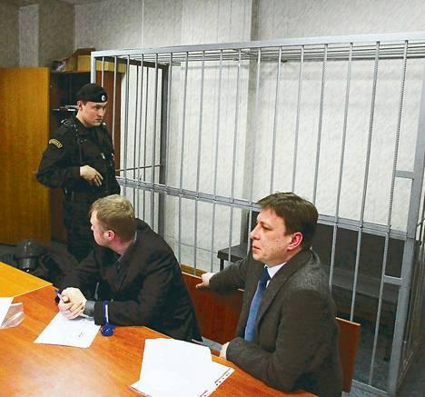 Kuolleen asianajajan Sergei Magnitskyn oikeuskäsittelyssä maaliskuussa syytetylle varattu häkki oli tyhjä.