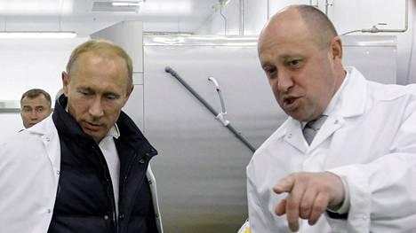 Prigožin esittelemässä Putinille kouluruokatehdastaan Pietarin ulkopuolella syyskuussa 2010.