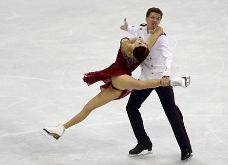 Jekaterina Bobrova ja Dmitri Solovjev EM-kisoissa tammikuussa.
