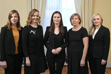 Hallitusryhmiä johtavat Li Andersson, Katri Kulmuni, Sanna Marin, Anna-Maja Henriksson ja Maria Ohisalo. Mutta mitä puolueita he edustavat? Tee visa ja katso, tiedätkö yhtä hyvin kuin muut suomalaiset.