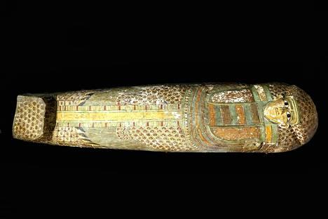 Puisessa sarkofagissa on harvinaisia sulkakuviointeja.