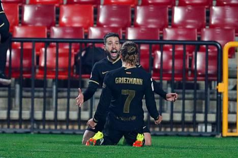 Antoine Griezmann ja Jordi Alba tekivät molemmat kaksi maalia Granadaa vastaan.