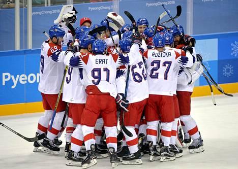 Tšekki juhli riemukkaasti voittoa Kanadasta.