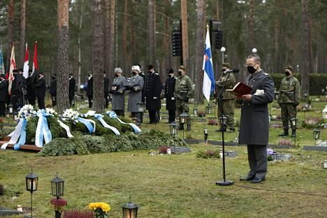 Mannerheim-ristin ritari Tuomas Gerdt saatettiin haudan lepoon sotilaallisin kunnianosoituksin Lepolan hautausmaalle Lappeenrannassa.