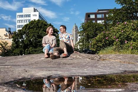 Jasmi Lumerto ja Mikko Aspelin tapasivat Kalliossa, jossa he nykyään asuvat yhdessä.
