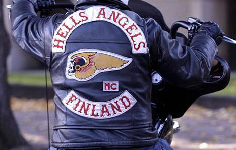 Helvetin enkelit -moottoripyöräjengin jäseniä viime aikoina epäilty useista vakavista rikoksista.