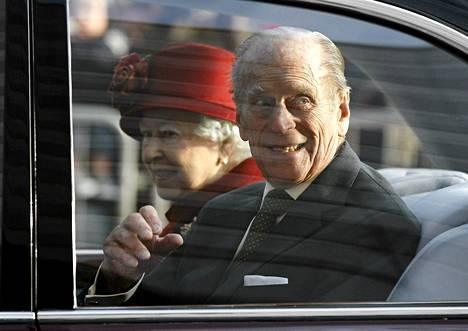 Britannian kuningatar Elisabet ja hänen puolisonsa prinssi Philip kuvattuina joulukuun alussa Liverpoolissa.