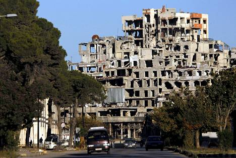 Korkea kerrostalo Homsin vanhassakaupungissa oli raunioina joulukuun alussa.