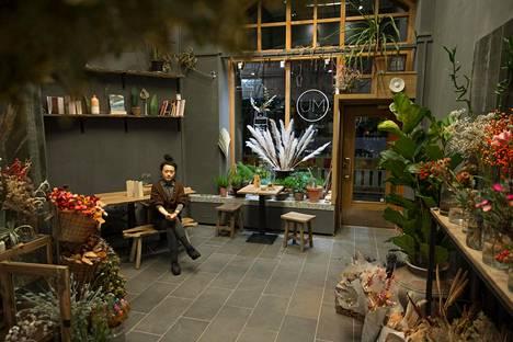 Ru Ruitong Zhao on tee- ja kukkahuone Mu Filosofian omistaja.