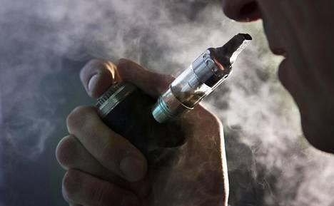 Sähkötupakan kemikaalit aiheuttavat myös syöpäriskin.