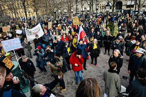 Demonstrators against Kronsträdgården who opposed the corona restrictions.
