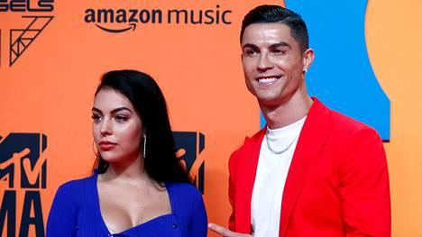 Cristiano Ronaldo ja hänen tyttöystävänsä Georgina Rodríguez rikkoivat Italian koronamääräyksiä. Pariskunta poseerasi kuvaajille marraskuussa 2019 MTV Europe Music Awards -tapahtumassa.