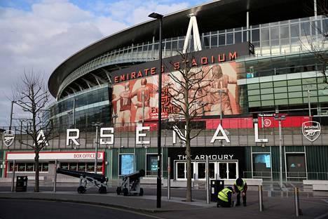 Kaikki Valioliigan ottelut on peruttu 4. huhtikuuta asti, kun muun muassa Arsenalin managerilla Mikel Artetalla todettiin koronavirus.