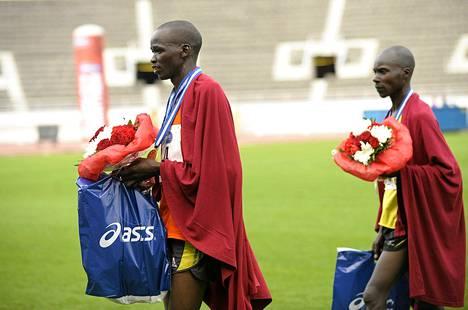 Kenian Justus Kiprono (vas) voitti tämän vuoden Helsinki City Marathonin lauantaina. Maanmies John Kipkorir Mutai otti toisen sijan.
