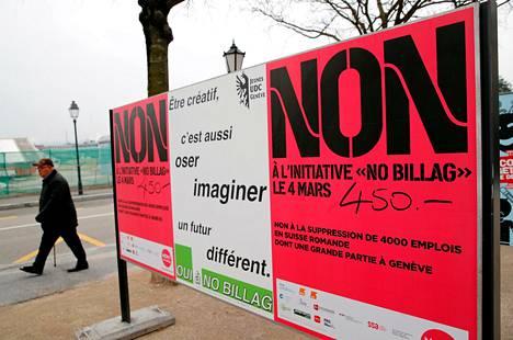 Pakollista televisiolupaa vastustavan No Billag -kampanjan julisteita Genevessa 9. helmikuuta.