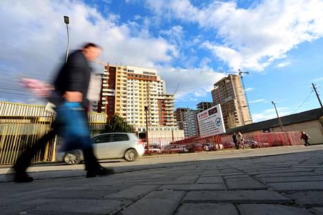 Kosovon pääkaupungin Pristinan katukuvaa.