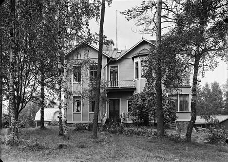 Kullatorpan lastenkodin päärakennus Sirkkula vuonna 1929.