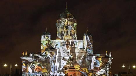 Viime vuoden valofestivaalissa Helsingin tuomiokirkkoon heijastettiin Teresa Marin teos SunWind.