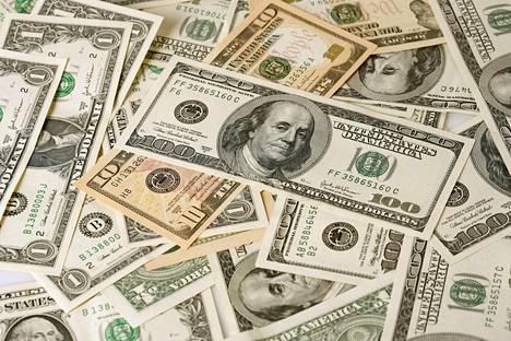 Suomessa yli miljoonan dollarin (noin 850000 euroa) varallisuuden omaavat pitävät hallussaan yhteensä 38 prosenttia yksityisestä varallisuudesta.