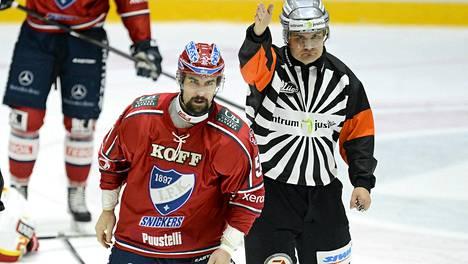 Trevor Gillies tappeli myös HIFK:n paidassa.