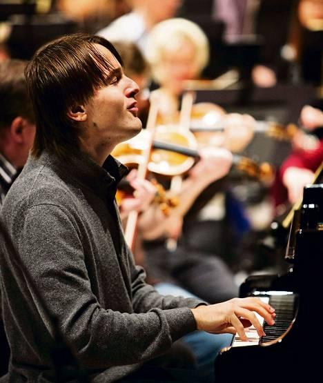Daniil Trifonov debytoi Suomessa RSO:n solistina perjantaina Musiikkitalossa. Kuva torstain harjoituksista.