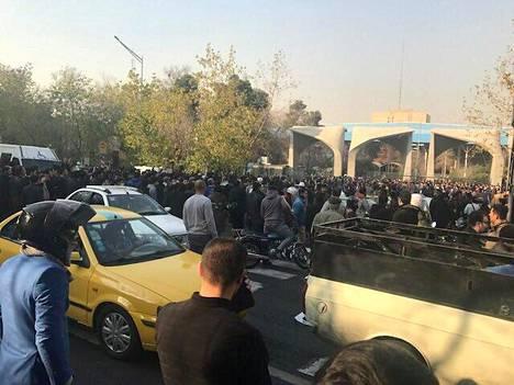 Näkymä Teheranin yliopiston läheltä lauantailta.