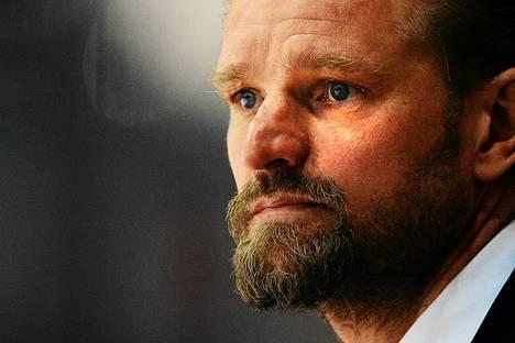 Jääkiekkovalmentaja Petri Matikaisen loikka kesken sopimuskauden HIFK:sta Omskiin on puhuttanut kiekkoväkeä viime päivinä.