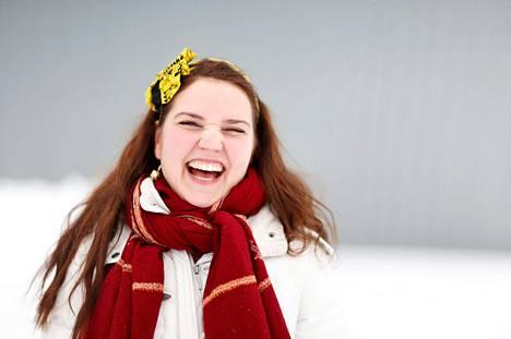 """Paljon varsinkin soolona esiintyvä Karoliina Kantelinen on tottunut reissaaja jo ennen Värttinään menoaan. """"Olen melkien joka toinen viikko jossakin päin maailmaa."""""""
