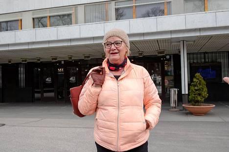 Marja Hämäläinen halusi tulla UPM:n yhtiökokoukseen katsomaan, miten yhtiö selviää erikoisjärjestelyistä.