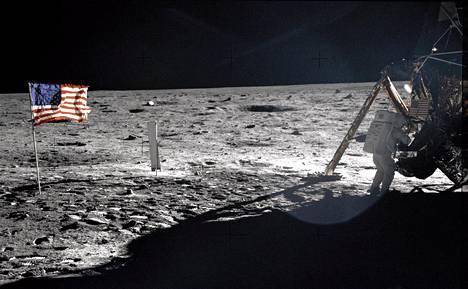 Kuussa voi ampua, vaikka siellä ole happea. Sitä on patruunassa.