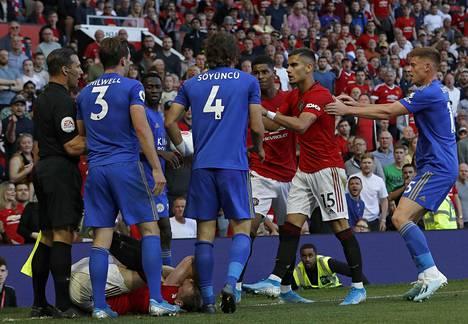 Valioliigan sunnuntain päätöskierroksella katseet kääntyvät Leicesteriin, jossa kotijoukkue isännöi Manchester Unitedia. Syyskuussa joukkueet kohtasivat Manchesterissa, ja tunnelma nousi paikoin lämpimäksi.